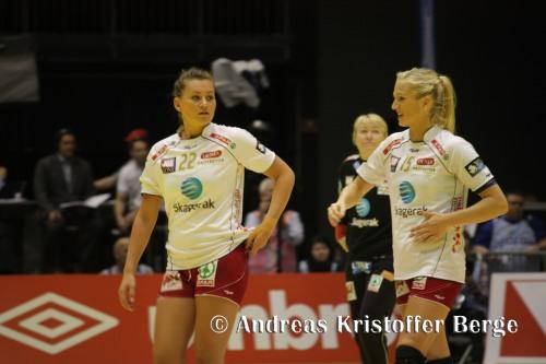 Amanda Kurtovic og Linn Jørum Sulland blir begge med til London. Her er de sammen under cupfinalen mot Stabæk i romjula.