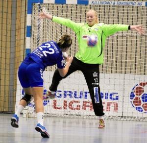 Amanda Kurtovic setter en straffe i mål. Foto: Andreas Kristoffer Berge
