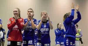 Amanda Kurtovic og resten av Oppsal takker publikum for kampen. Foto: Andreas Kristoffer Berge